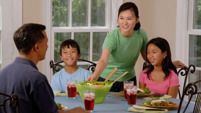 Manfaat Makan Bersama Keluarga Bagi si Anak